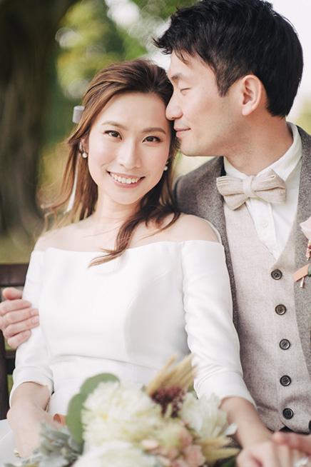 happy couple posing on wedding day