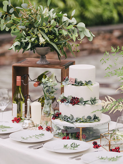 table with wedding cake