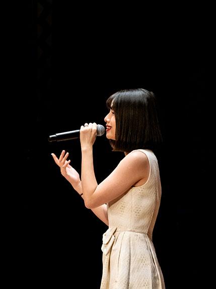 singer performing at a wedding