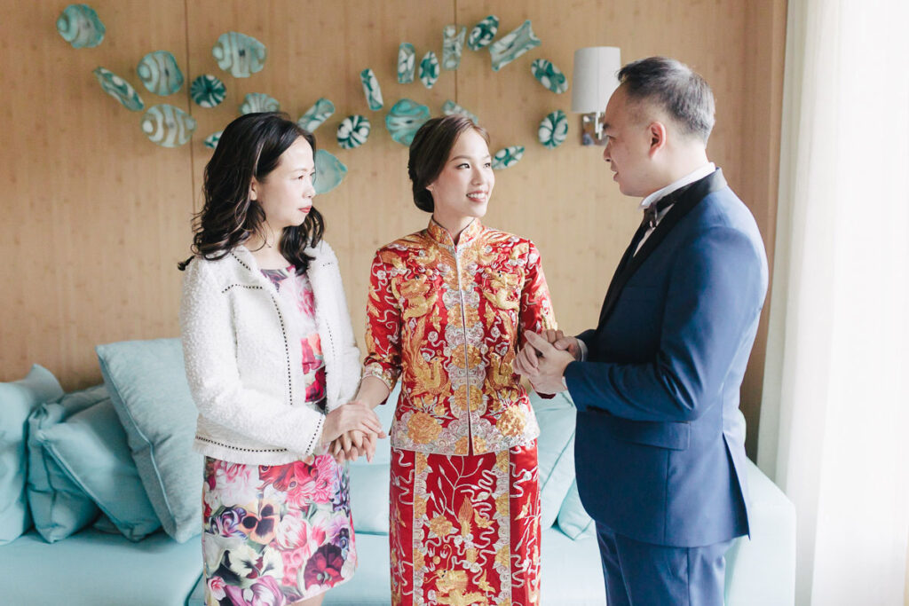 bride in traditional chinese wedding dress with parents